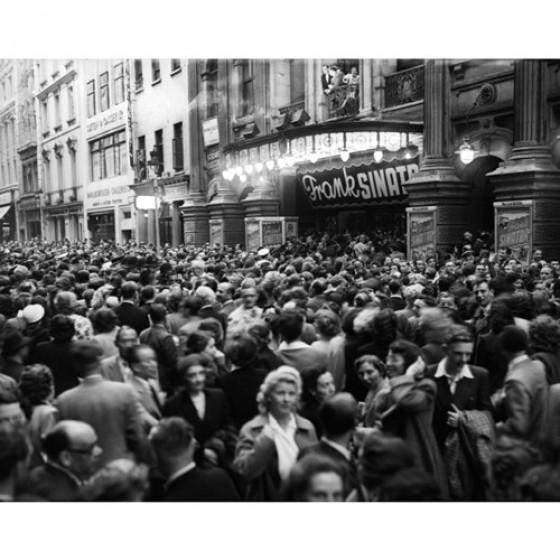 Frank Sinatra crowds in London